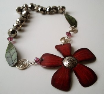 wink_artisans_red_flower_necklace