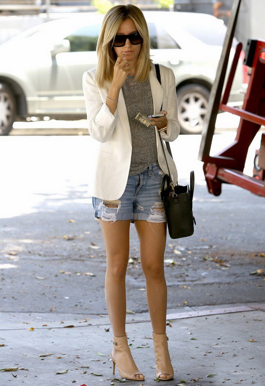 Ashley Tisdale wearing Rag Bone/JEAN Boyfriend Short