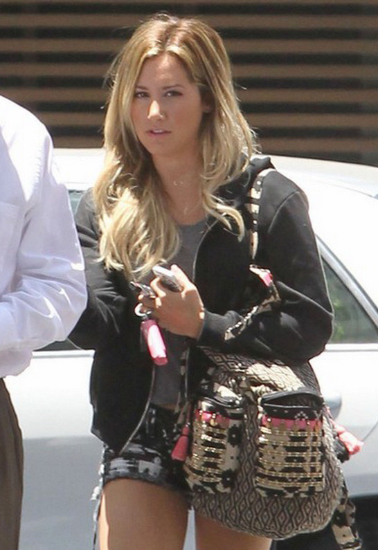 Ashley Tisdale in Stela 9