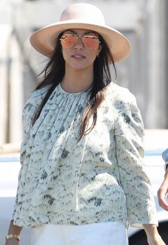 Kourtney Kardashian in Ray-Ban