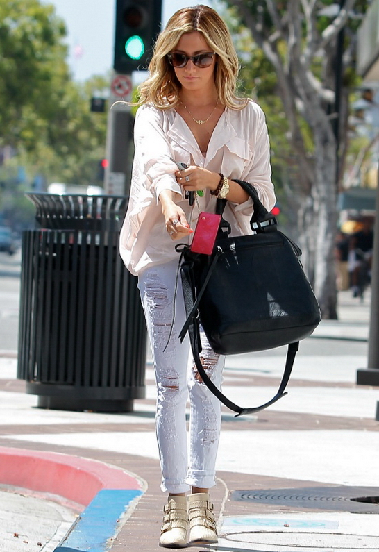 Ashley Tisdale in Siwy Denim