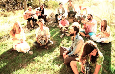 image of edward sharpe and the magnetic zeros sitting on the grass