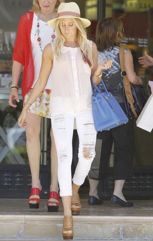Ashley Tisdale in Siwy Denim